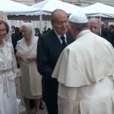 Papa Francesco saluta esponenti delegazioni