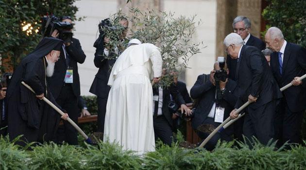 Abu Mazen- Papa Bergoglio- Shimon Perez- Bartolomeo I-nei Giardini Vaticani