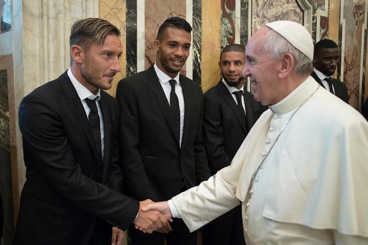 Totti-con-Papa-Francesco-1280x853
