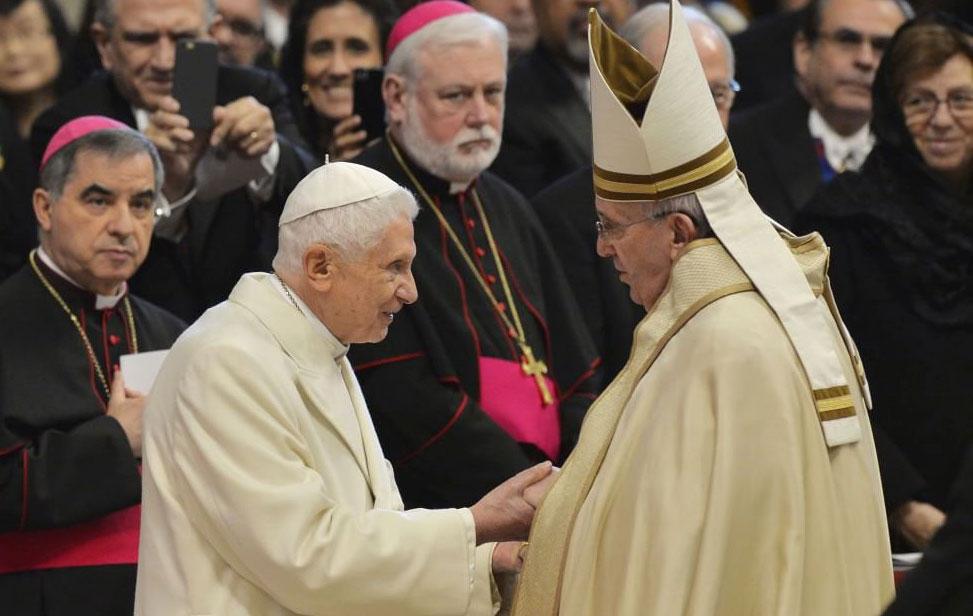 papa-francesco-e-papa-benedetto-XVI-concistoro