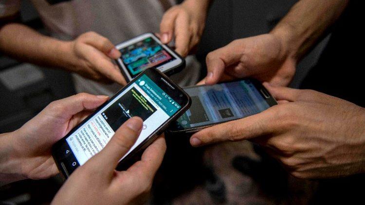 L'uso problematico dei social tra i minori (AFP or licensors)